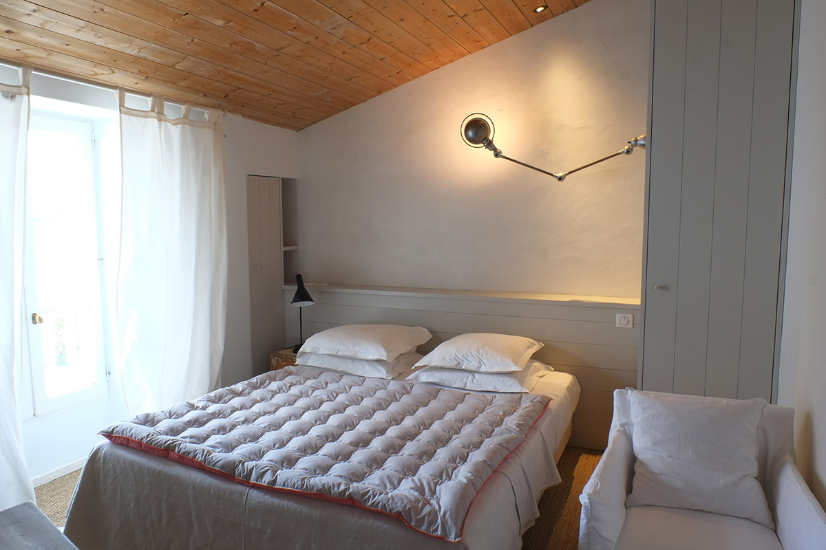 Location chambre de caract re h tel de charme le s n chal for Piscine venelle